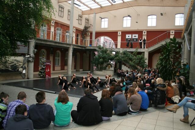 Występ artystyczny w Patio w AHE w Łodzi