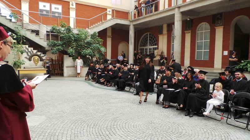 AHE absolwenci rozdanie dyplomów