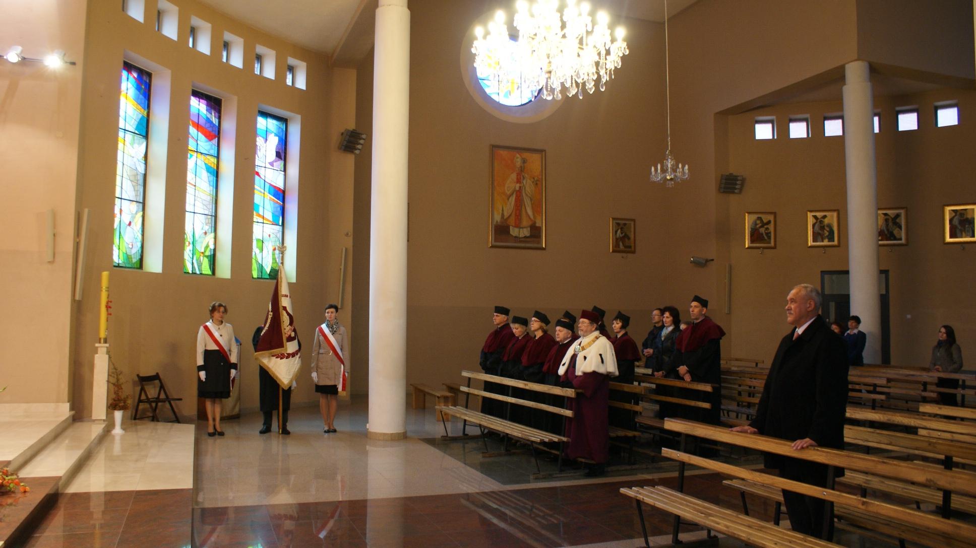 Msza święta w Kościele Najświętszej Maryi Panny Królowej Pokoju przy ul. Rewolucji 1905 r. nr 47