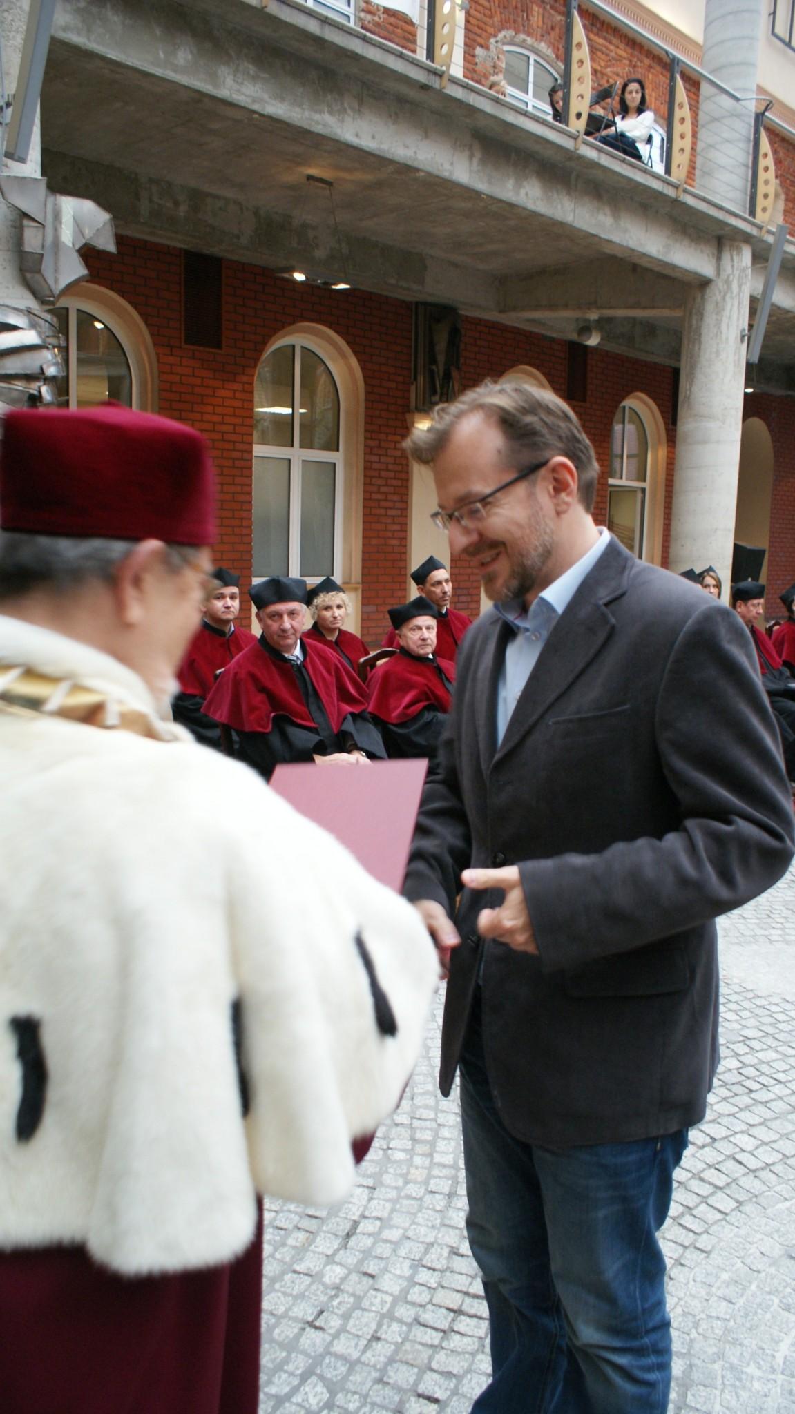 Gratulacje uzyskania stopnia naukowego dla dr. Andrzeja Zbonikowskiego