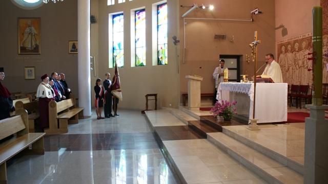 Msza święta w kościele Najświętszej Marii Panny Królowej Pokoju