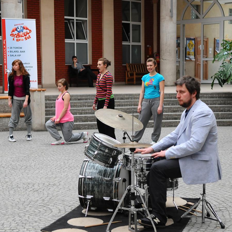 Występ studentów tancerzy w AHE w Łodzi