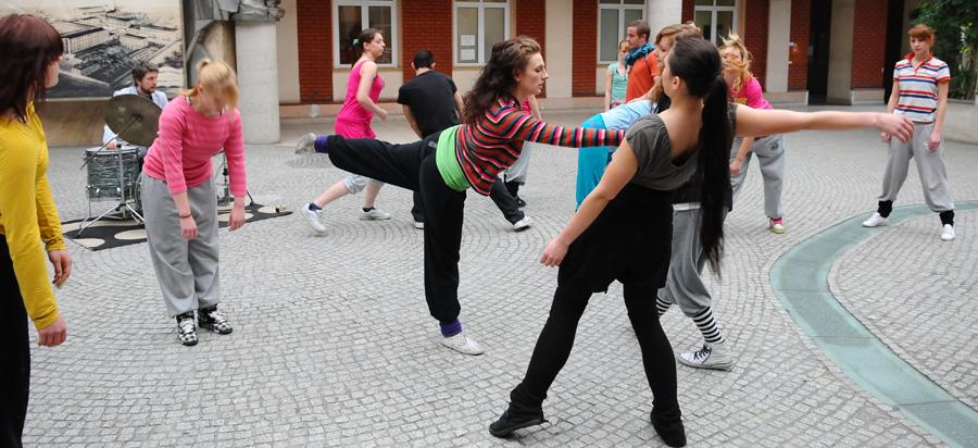 Występ studentów AHE w Patio