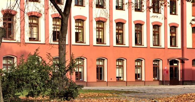 Akademia Humanistyczno-Ekonomiczna budynek K.